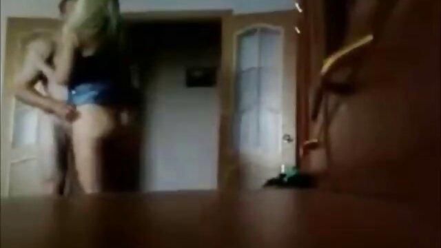 Esposa poniendo una cámara oculta en el dormitorio filmó cómo su marido xxx de madres con hijos folla con su amante