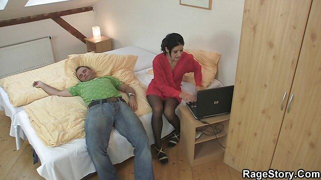 El videos xxx madres maduras tipo esposó a su esposa y se lo metió en la boca