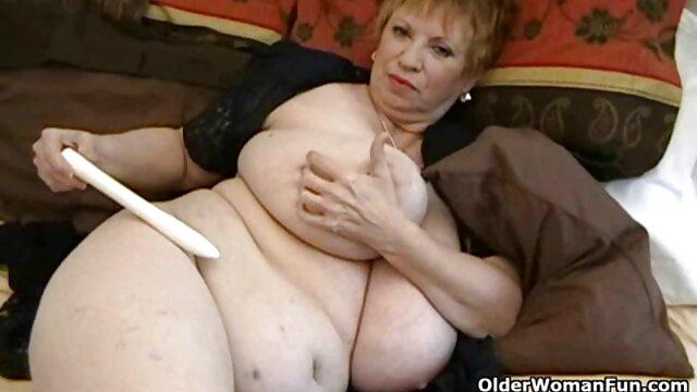 Chicos se follan a una tía madura videos de sexo con mama con un joven amigo juntos