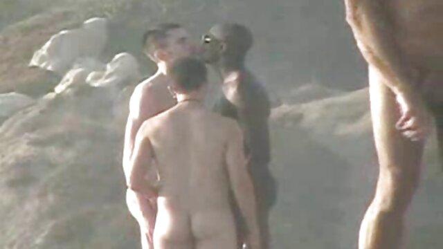 Mulata caliente sexo real madre hijo mostró grandes pezones
