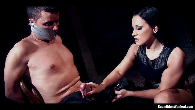La gorda bailó un striptease y se folló con un amante de madre e hijo follan en hotel las gordas