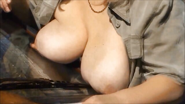 Un alumno filma a una profesora tetona chupándose el pene madre e hija xxx español