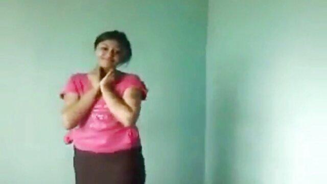 El tipo lanzó una chica madre e hijo subtitulado en español delgada para sexo caliente