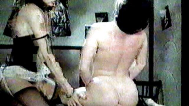 La madre abrió las piernas videos de madres cachondas para los cunilinugs y el hijo captó la indirecta