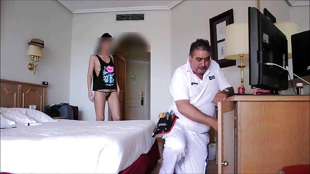 Mujeres mayores masturbación madre e hijo calientes con la mano pene