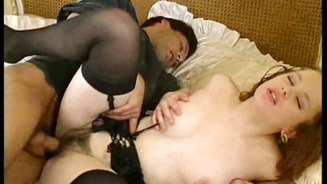 Dama en corsé hijo viola a su madre mientras duerme hizo un masaje erótico a un hombre