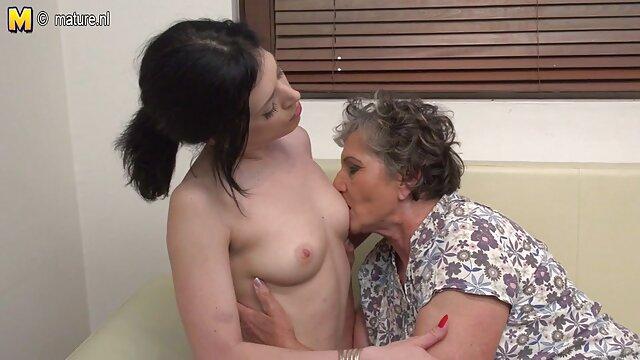Real POV mamada en el incesto de madres con hijos balcón