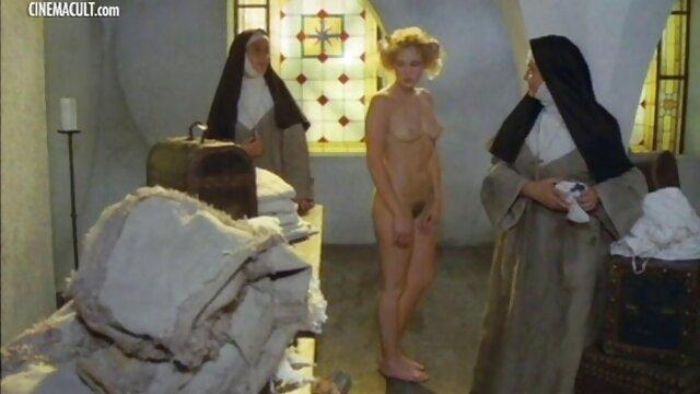Padre lujurioso se folla a su delgada hija por la mañana madre e hija tetonas