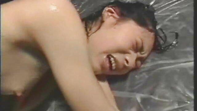 Rubia tetona follada por el culo de su madres maduras follando amante negro