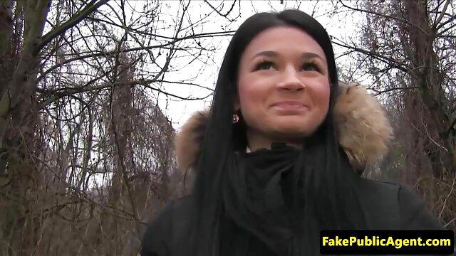 Porno ruso simple con una belleza follando a la madre del amigo en el bosque