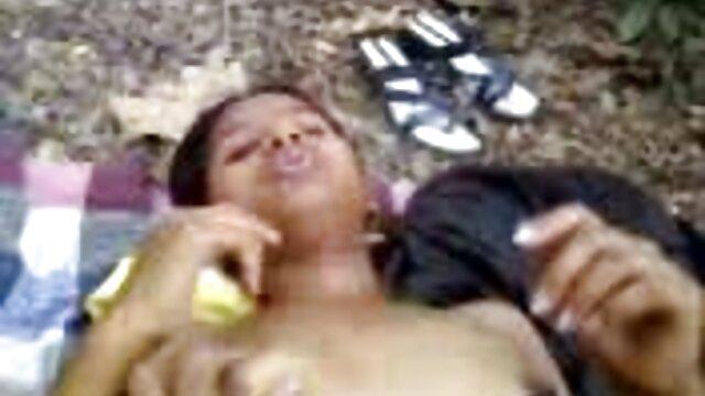 Dora es follada en grupo madre e hijo subtitulado en español y ambos agujeros resueltos