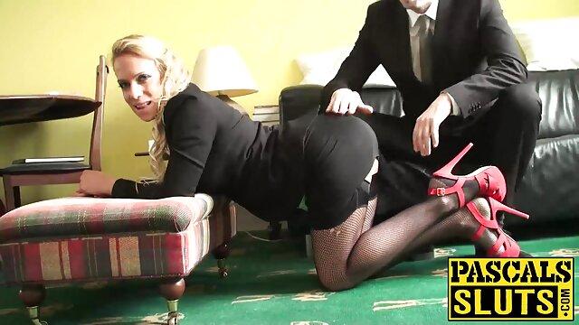 Ama mama seduce asu hijo domina el cuerpo de un esclavo en el baño
