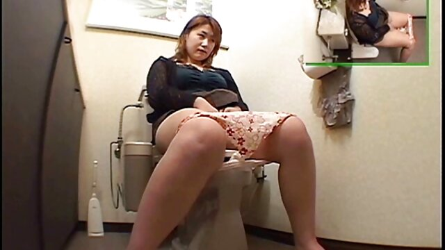 Tres damas experimentadas y un tío en un fantástico porno FFM xxx mama e hija