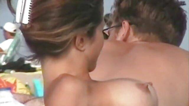 Mujer sedujo al amigo de su hijo para madres tetonas xxx tener sexo