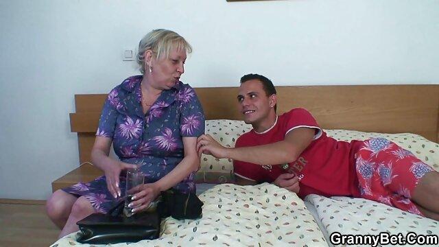 Madre madura divorciada de videos xxx mama y hijo una chica delgada para el cunnilingus