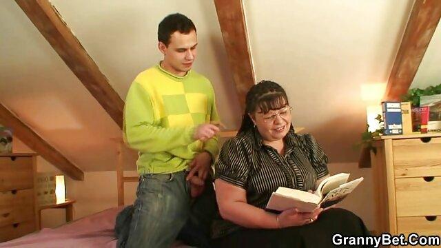 La madre espió la paja de su hijo y luego le hizo videos xxx de madres maduras una mamada