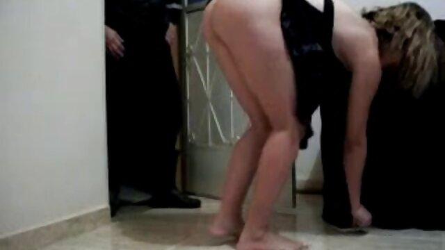 Hermosa mama cojiendo con hijos chica hizo un masaje sexual con jabón