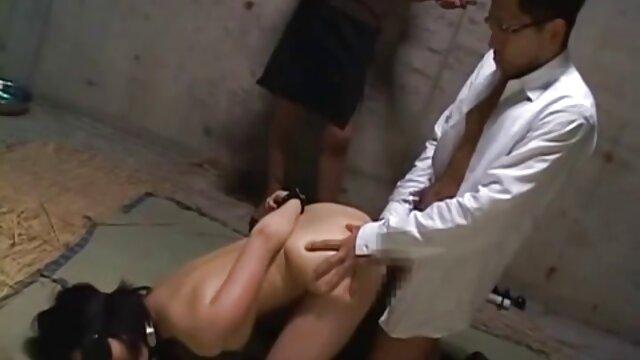 Joven madre seduce a su hijo xxx morena se desnuda en un casting porno