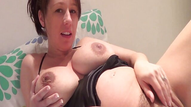 Hermano terminó videos follando a mama con esperma caliente en el coño de su hermana