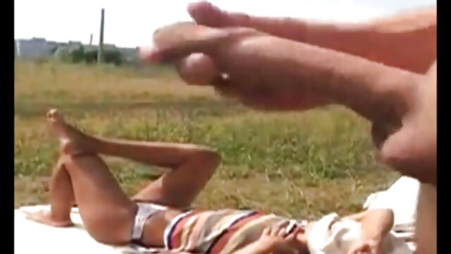 Lujosa perra trans se la chupa a un prisionero madre follada por su hijo
