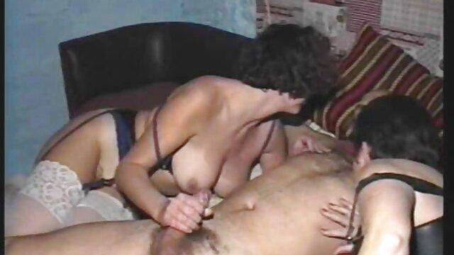 Las chicas disfrutan enormemente de los creampies en sus coños insesto madre e hijo