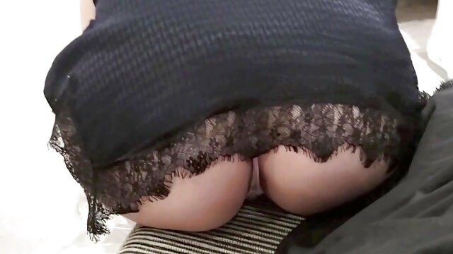 La rubia fue tirada a la derecha en follando con mi madre a escondidas el sofá