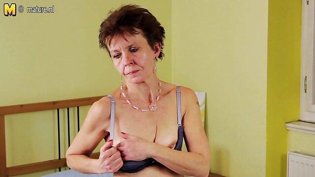 Tormentoso orgasmo peliculas xxx madre e hijo de una hermosa tía de una máquina sexual