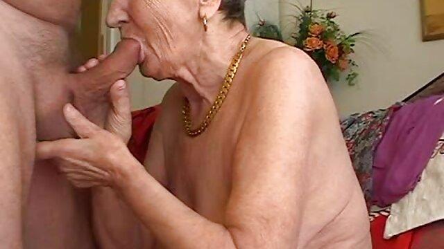 Puta checa aceptó follar por dinero porno con mama en hotel